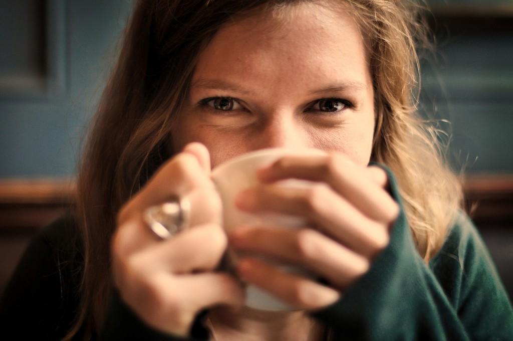 énidő, kávé, nő