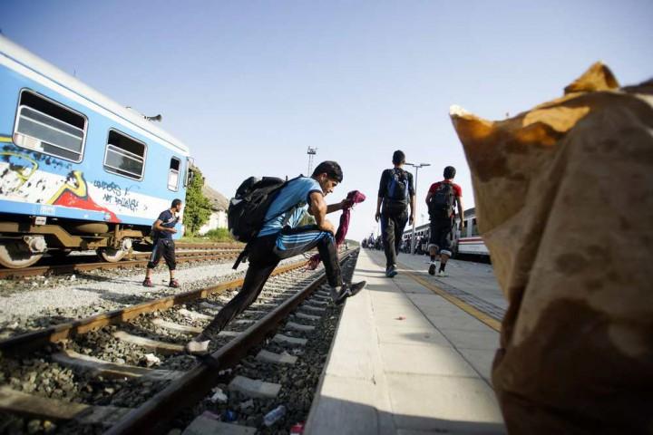 Pélmonostor, 2015. szeptember 18. Migránsok a horvátországi Pélmonostor (Beli Manastir) vasútállomásán 2015. szeptember 18-án. MTI Fotó: Balogh Zoltán