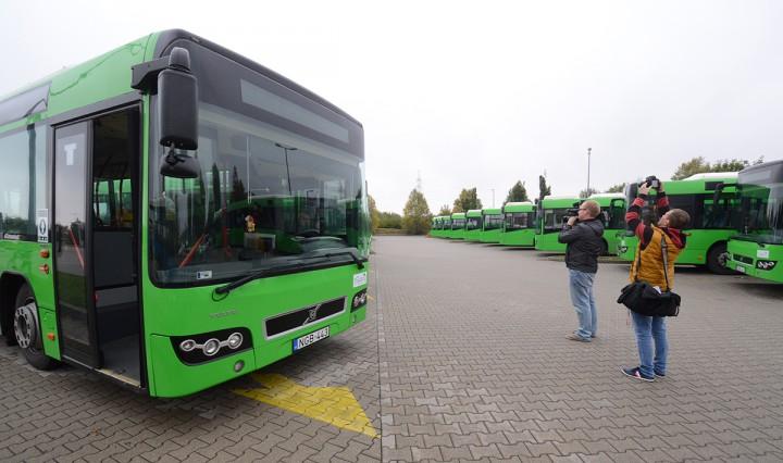 új buszok, kertvárosban, hl03