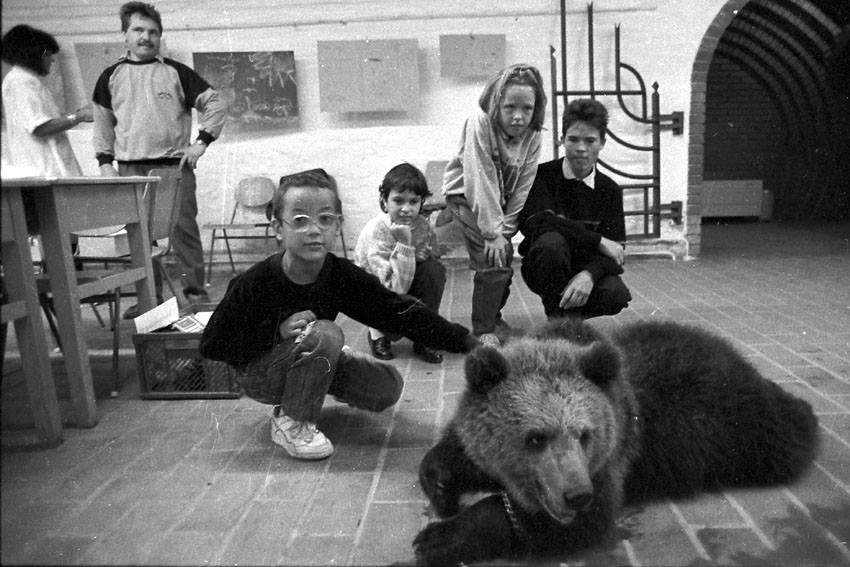 A terráriumban testközelből ismerték meg a medvéket a gyerekek
