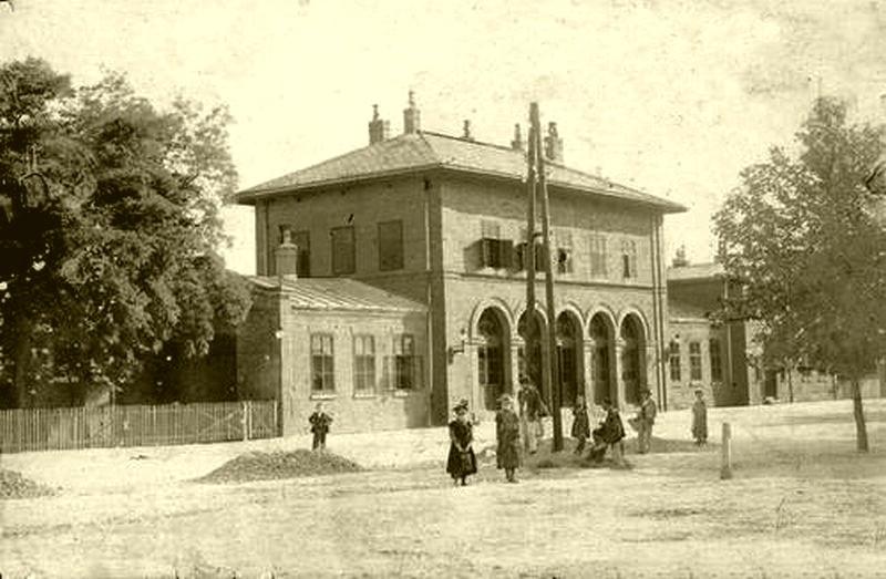 Az Indóház, aminek a helyére épült a vasútállomás, 1895