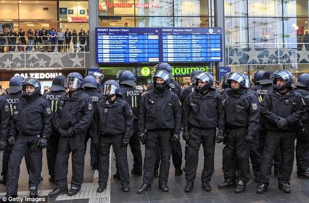 A pályaudvaron a rendőröktől mozdulni sem lehetett