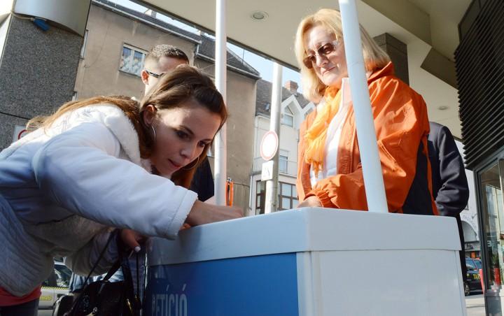 fidesz, menekültek, aláírás gyűjtés, hl03