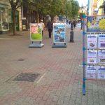 Vadreklámokkal barikádozzák el az utcát
