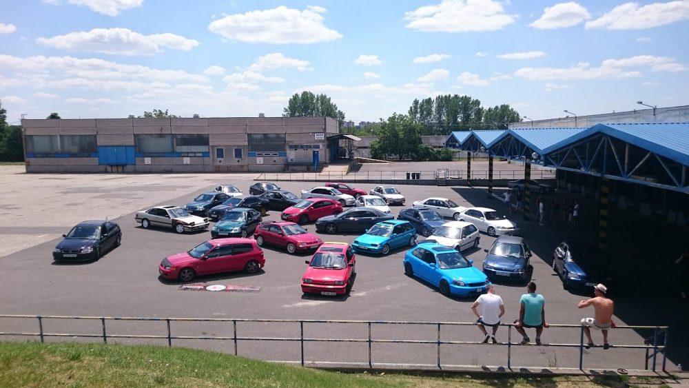 Így néz ki egy parkolós találkozó