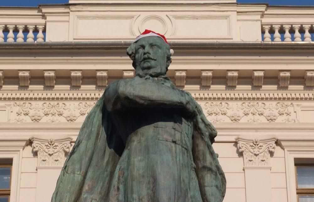 Kossuth Lajos Mikulás-sapkában