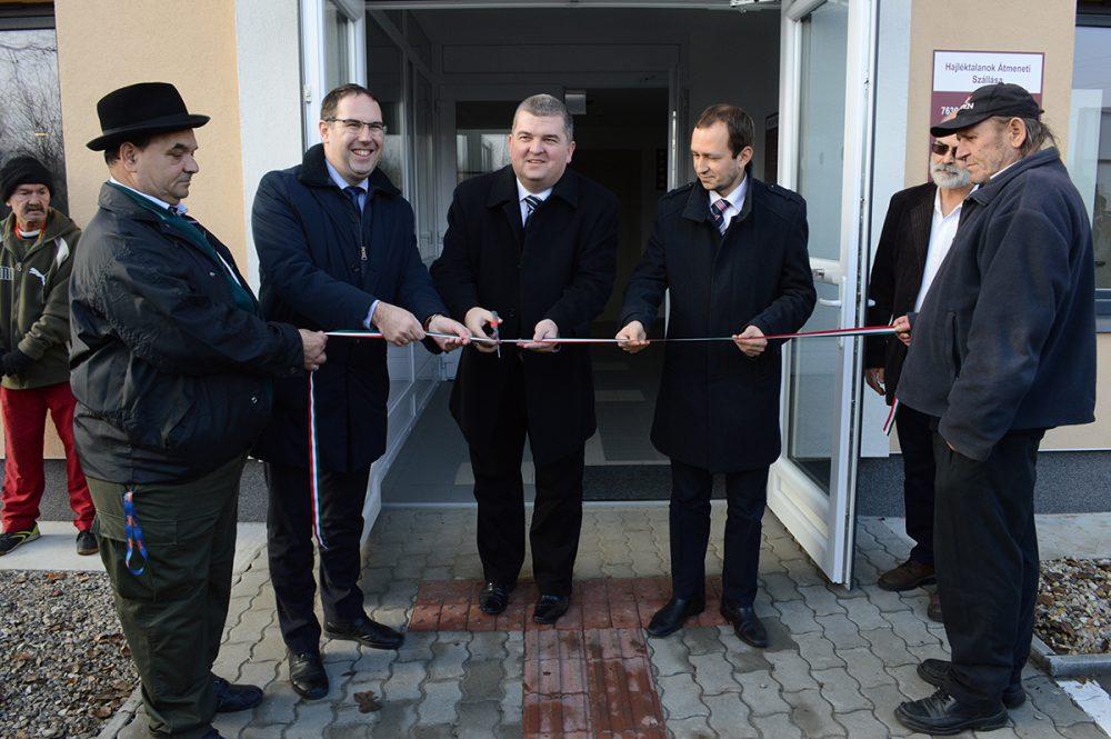 Átadják az intézményt: Csizi Péter, Czibere Károly, Őri László