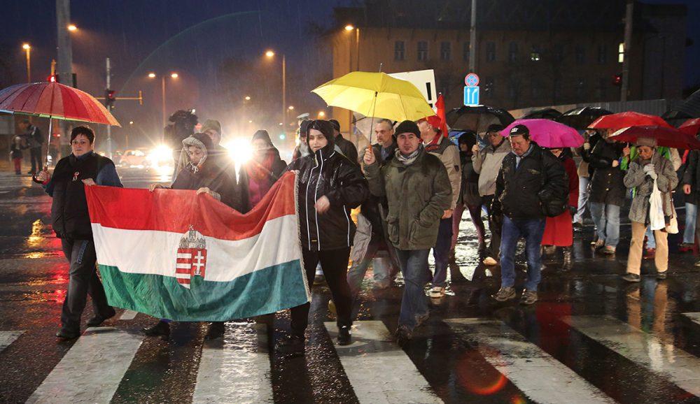 A tüntetők a 48-as térről indultak a Színház térre