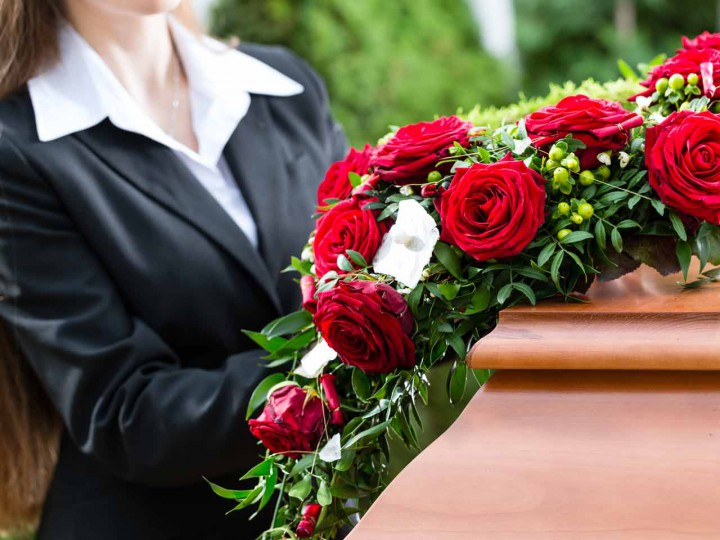woman-at-funeral-shutterstock_155067620-1280x960