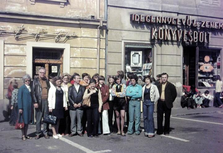 1970_Jókai tér_az új divat szele