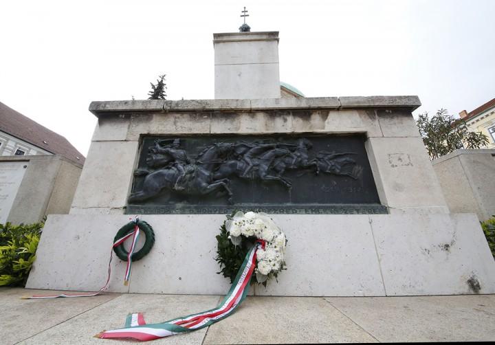 l világháború, emlékmű, koszorúzás, hl1