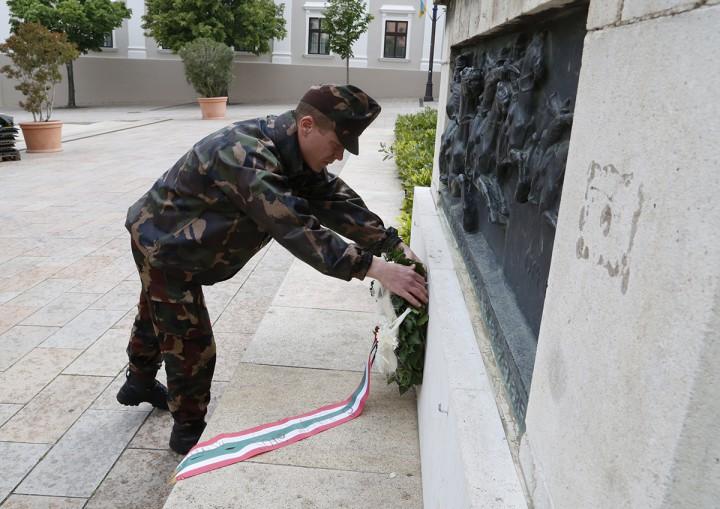 l világháború, emlékmű, koszorúzás, hl4