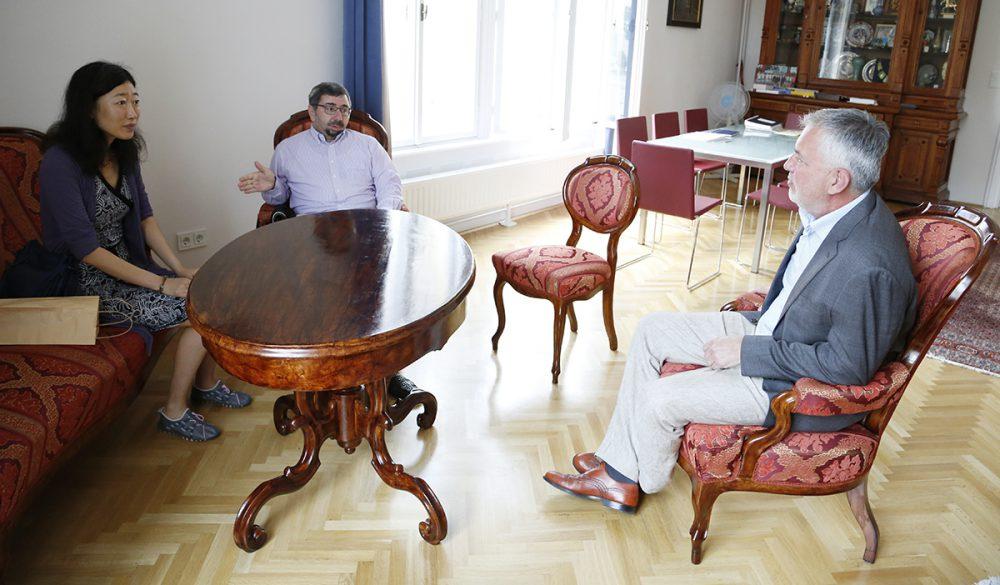 A kínai írónőt és Méhes Károlyt, az íróprogram kurátorát Páva Zsolt is fogadta