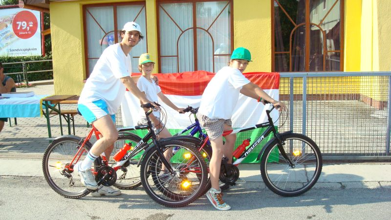 Beni és családja a Balatoni bicajtúrán