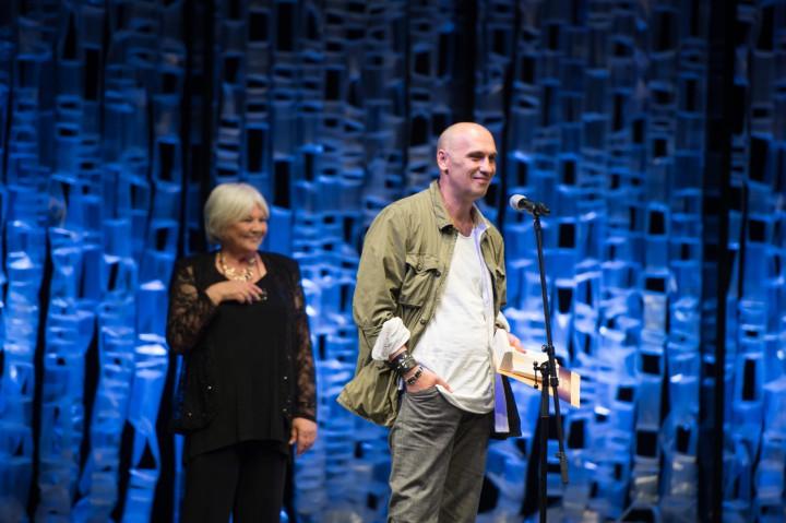 A legjobb rendező  díjával kitüntetett Horváth Csaba beszél a Pécsi Országos Színházi Találkozó díjátadó gáláján 2016. június 18-án.