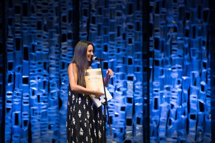 Trokán Nóra (b) a legjobb női főszerep díjazottja a kecskeméti Katona József Színház Macska a forró bádogtetőn című előadásáért a Pécsi Országos Színházi Találkozó díjátadó gáláján 2016. június 18-án.