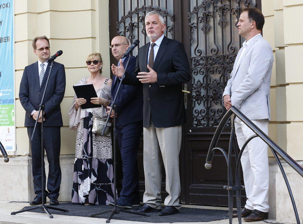 Páva Zsolt hivatalosan is megnyitotta a POSZT-ot
