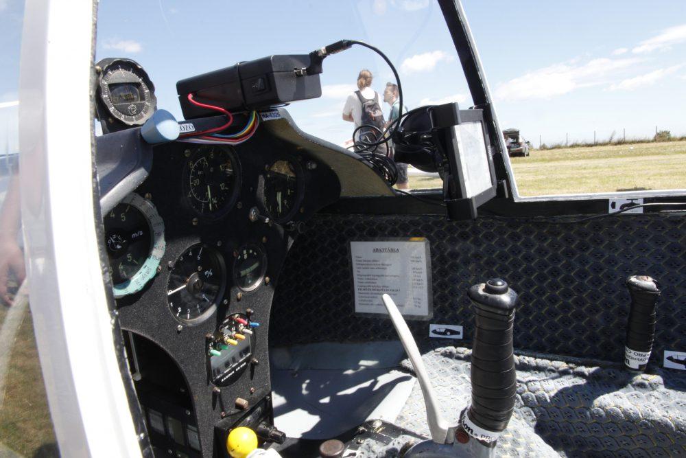 Egy pilótafülke belülről