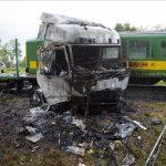 Meghalt a kamionos, miután vonattal karambolozott