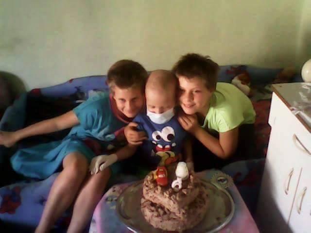 Gergő testvéreivel ünnepli születésnapját