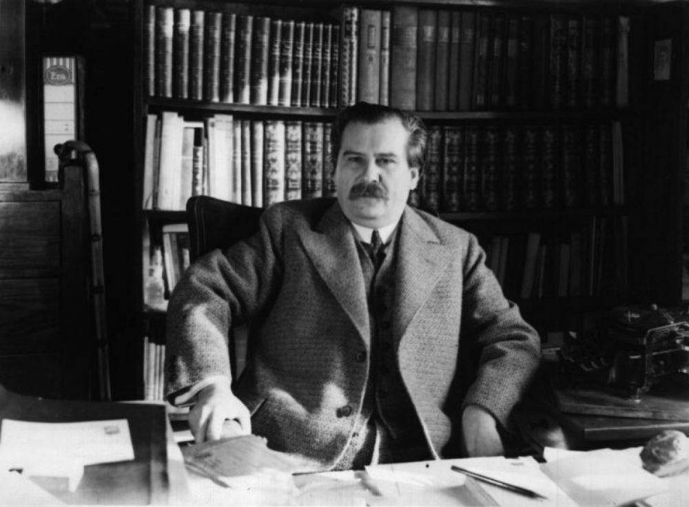 Az író dolgozószobájában