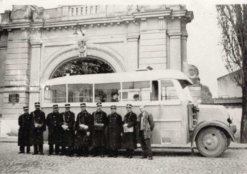 A büszke buszosok az új busszal