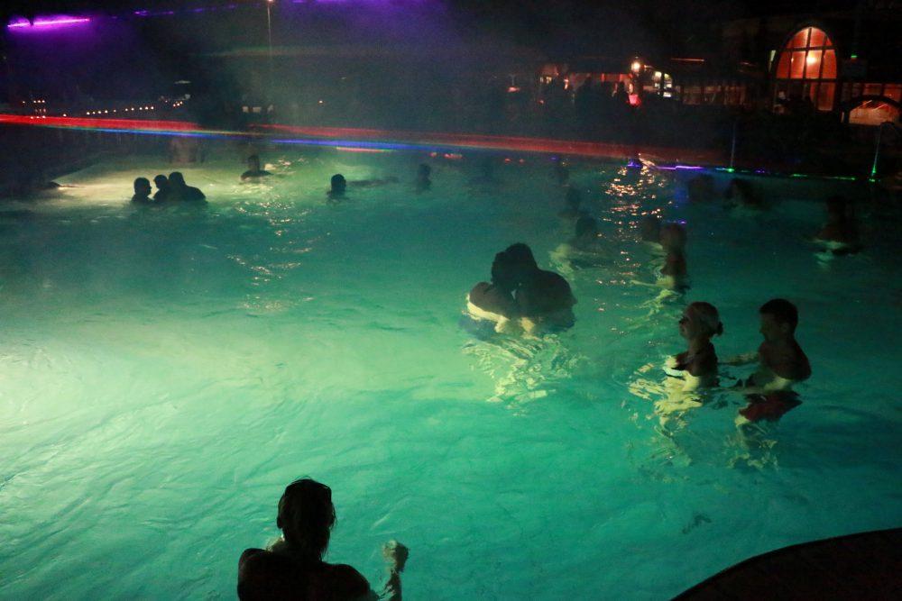 Koncerteket medencéből nézni - ennél nincs lazább