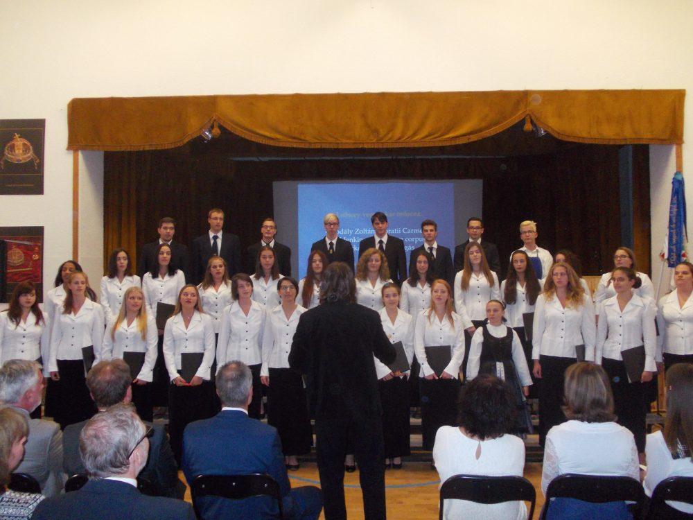 Az iskola énekkara is adott műsort