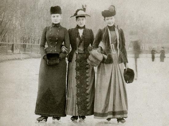 Pécsi hölgyek a jégen
