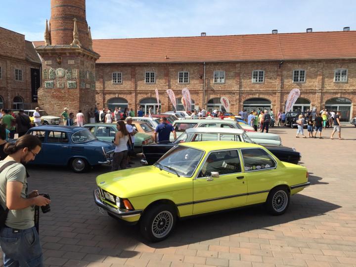 Ezt a sárga BMW-t a tulajdonosa a német gyárból hozta Magyarországra