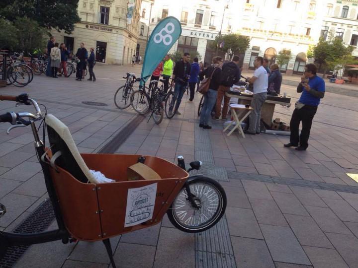 Reggelit kaptak a bringával közlekedők