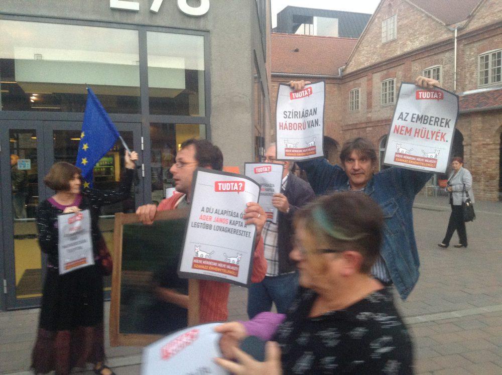 Tüntetők az E78 előtt