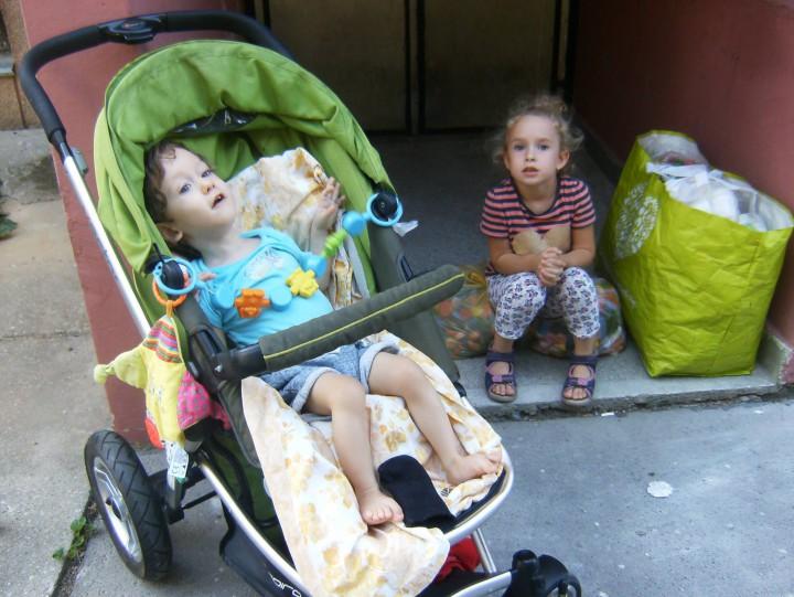 Máté, a nővére és az életmentő kupakok, amiket emberek százai gyűjtenek neki