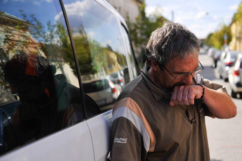 Debrecen, 2016. szeptember 27. Bárándy Attila kamionsofõr - akit szeptember 22-én migránsok vertek meg Calais-nál - Franciaországból megérkezik debreceni otthonához 2016. szeptember 27-én. A férfit a Calais felé tartó autópálya egyik parkolójában támadták meg a migránsok. Magyarországon további orvosi kezelésekre lesz szüksége. MTI Fotó: Czeglédi Zsolt