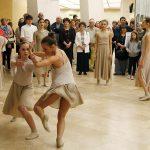 Táncosok lepik el Pécset
