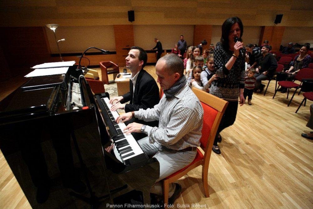 Dániel dolgozik a Pannon Filharmonikusokkal