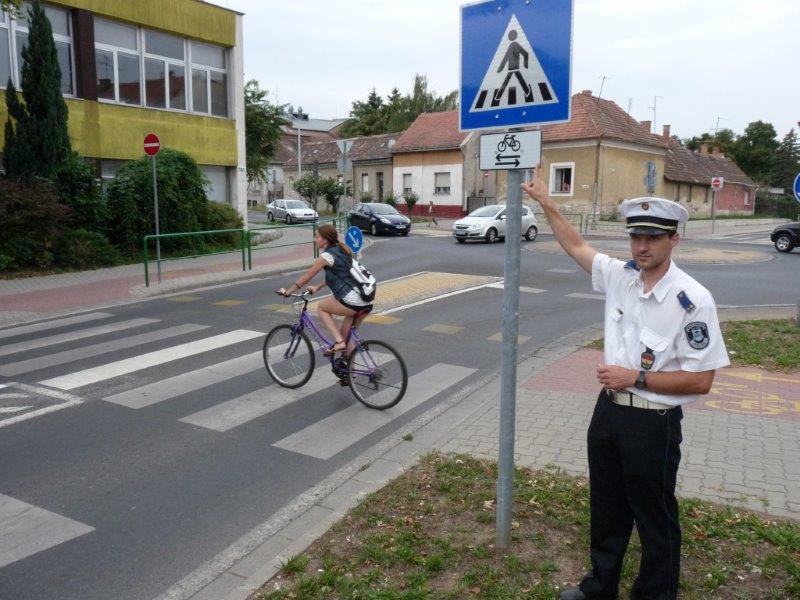 rendőr bicikli