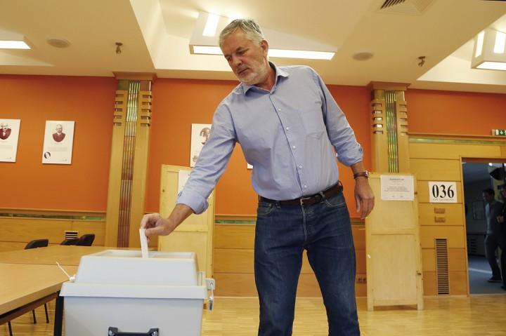 szavazás, páva1