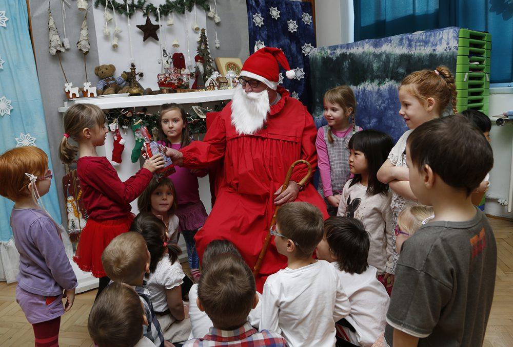 A Hajnóczy oviban is örültek a gyerekek a Mikulásnak