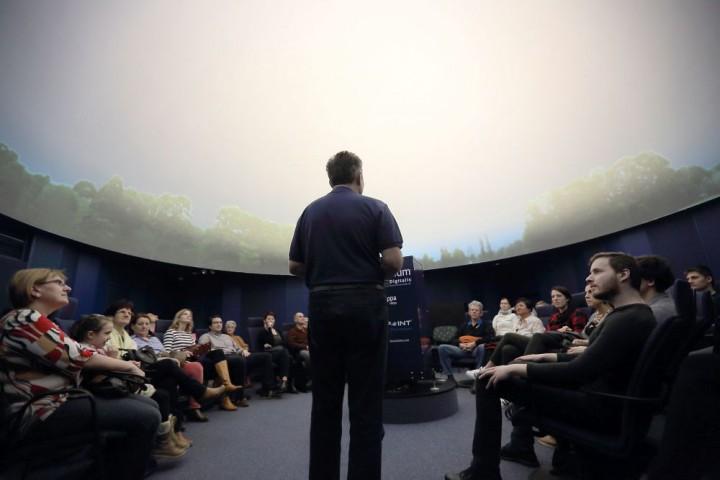 A Zsolnay Negyedben található új planetáriumot 100.000 látták már