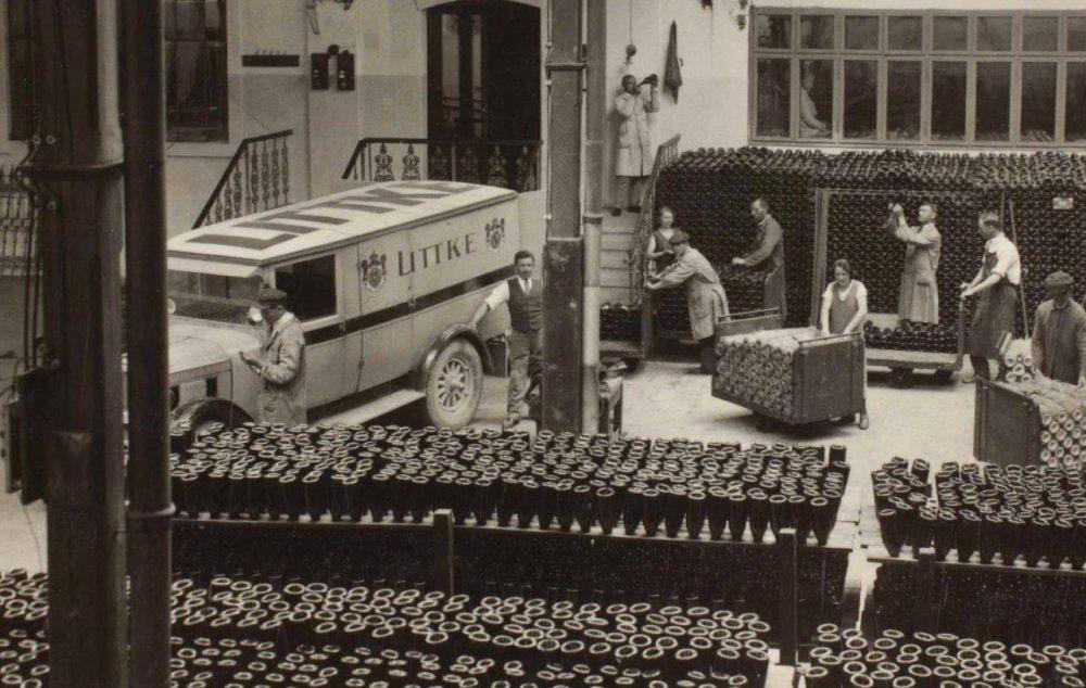 A Littke Pezsgőgyár belső rakodó udvara valamikor az 1930-as évek körül