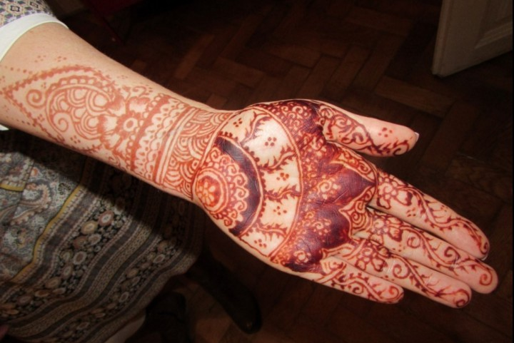 Kézre is lehet kérni a hennát - Faust Tímea festette