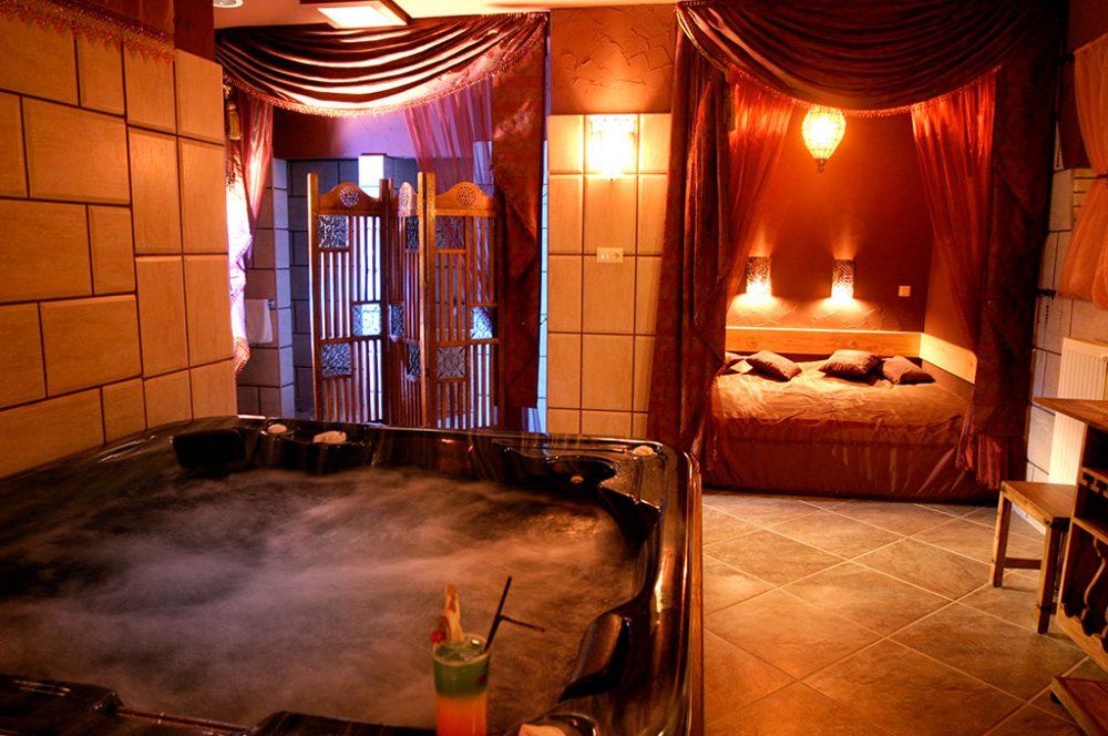 Szerelmes pároknak való hely a VIP fürdő