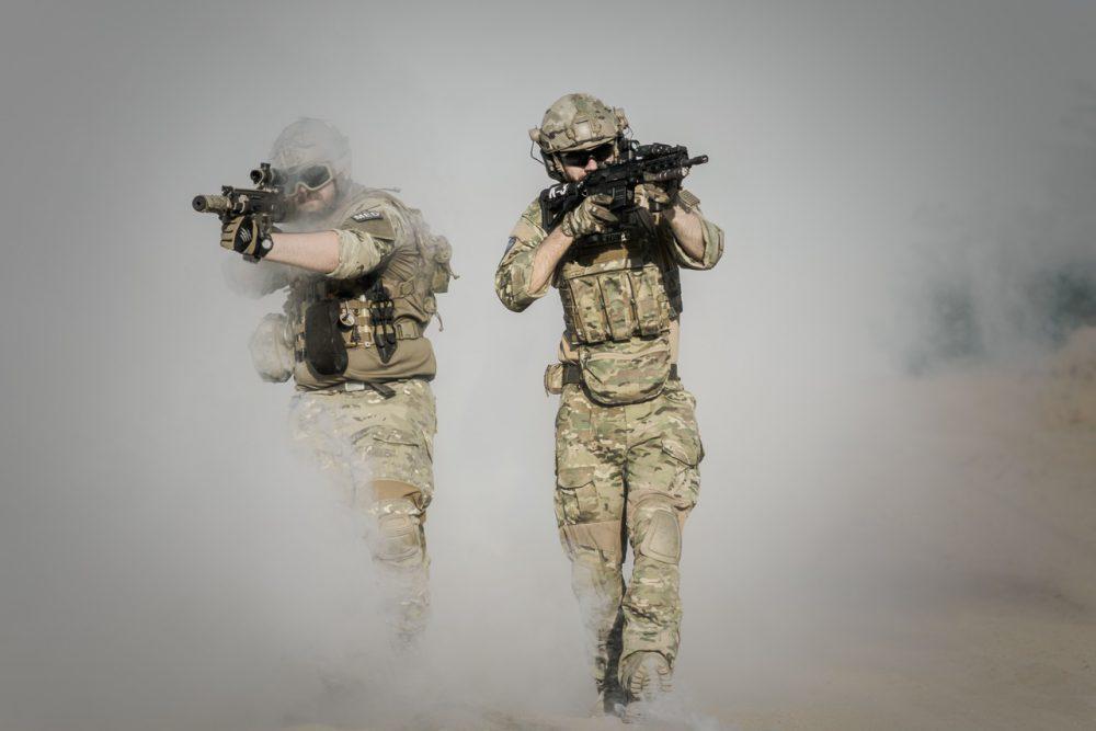 war-desert-guns-gunshow-163347