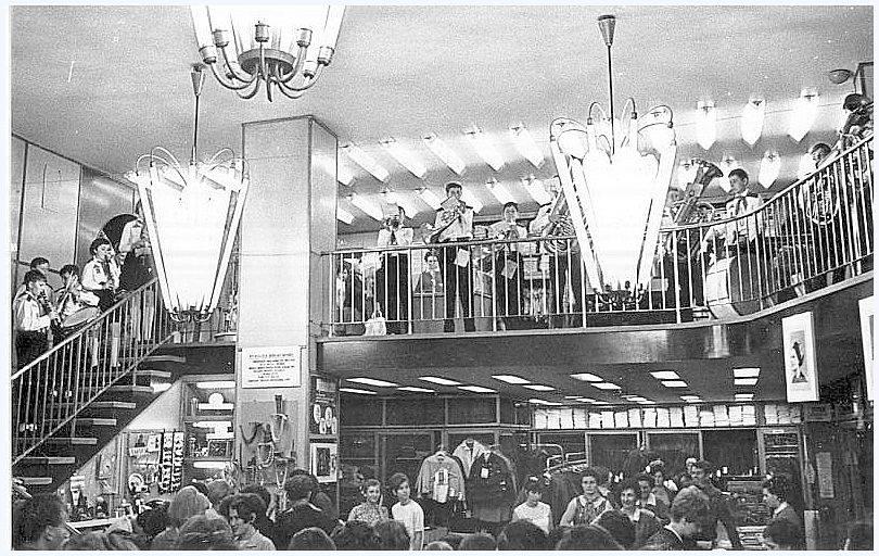 Egy divatbemutató, műsorral, 1968-ban (Forrás: Régi Pécs Facebook)