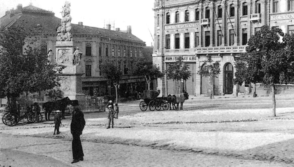 A Benchart-féle Szentháromság szobor 1750 környékén (Forrás: Régi Pécs Facebook)