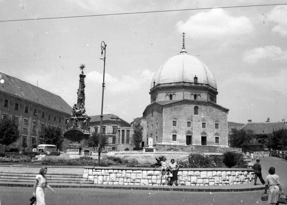 1946-ban már kezdte kikezdeni az idő a szobrot