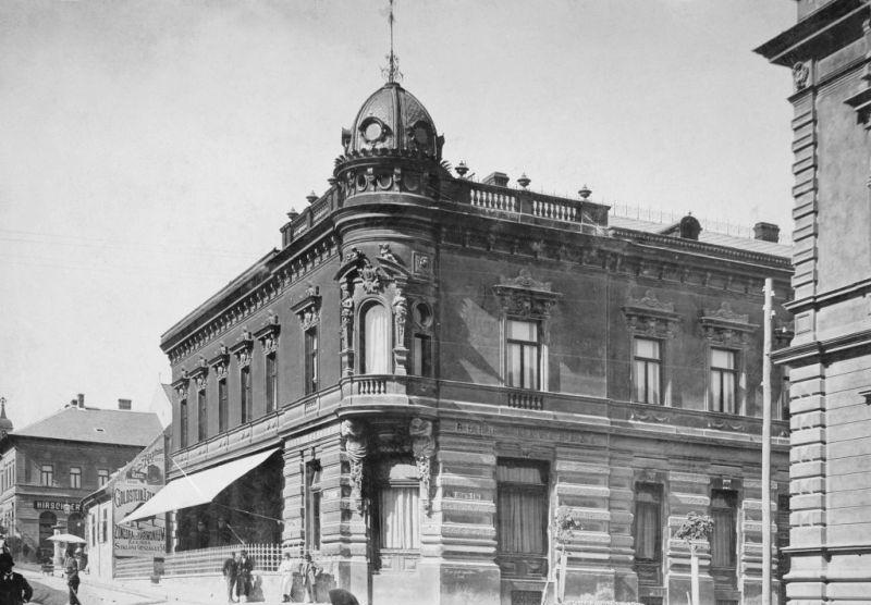 A Bedő Kávéház gyönyörű épületét is felrobbantották (Forrás: Régi Pécs Blog)