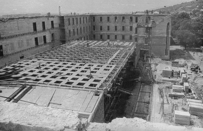 Már felismerhetetlen a régi patinás intézmény (Forrás: Régi Pécs Facebook)