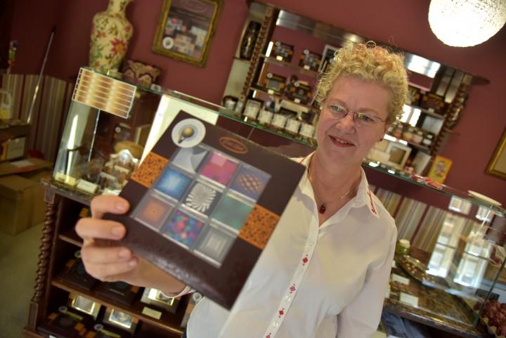 Éva öt éve döntött úgy, hogy egyedi csokijaival örömöt csal a pécsiek és a turisták arcára